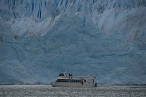 神秘の青白い一面の氷河『ペリト・モレノ氷河』