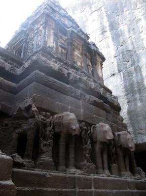 インドを代表する巨大彫刻の世界遺産 エローラ石窟群