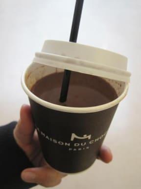 ホットチョコレートを片手に冬のパリ散策!