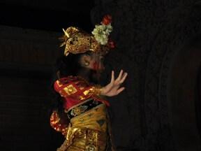 バリ文化の中心地 ウブドで伝統舞踊を堪能