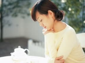 姿勢の良さは女性を年齢不詳にする