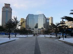 日本の面影が残る大連のシンボル『中山広場』