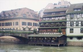 【フランス】歴史あるライン川とコウノトリが町のシンボル。ストラスブール