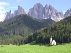 特異な自然美の世界遺産『ドロミーティ山群』ツアー
