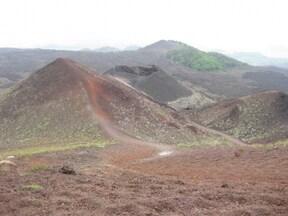 煙を吹き続ける活火山『エトナ火山』に接近ツアー
