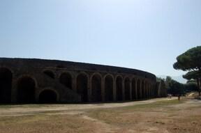 謎が残る古代都市ポンペイ散策ツアー