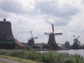 アムステルダムから程近い 風車村