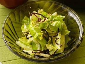 「キャベツと塩昆布」で簡単サラダ