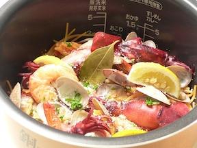 炊飯器で作る、華やかパスタパエリア