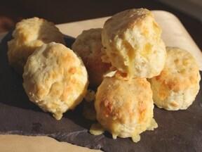 熱々が美味!チーズ&ペッパーのスコーン