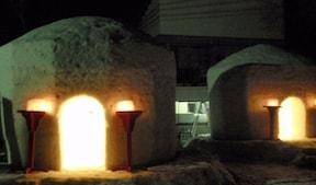 湯西川温泉かまくら祭りでかまくらバーベキューを体験