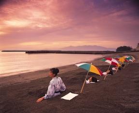 波の音を聞きながら、日本で唯一の『天然砂蒸し体験』