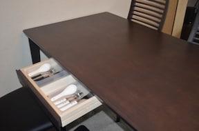食卓テーブルの引き出しを活用