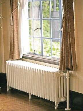 4.暖房機器を窓の下に置く