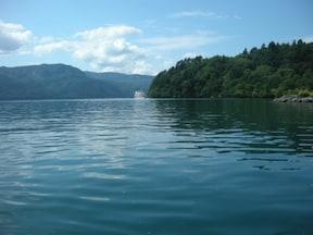 エメラルドグリーンに輝く自然の造形美『十和田湖』