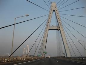 伊勢湾自動車道の3つの兄弟橋『名港トリトン』