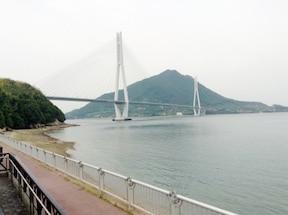 瀬戸内海の7つの美しい橋を渡って広島から四国へ!