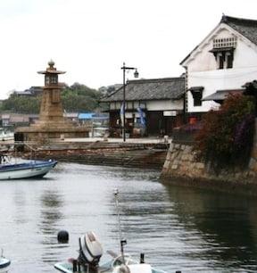 江戸時代の古い街並みが残る港町『鞆の浦』