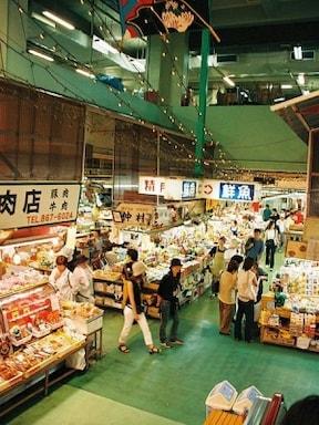 食堂もある!沖縄食材の新鮮市場