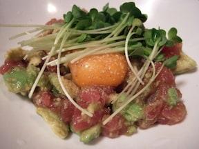 漬けまぐろがおいしい和えるだけの簡単おつまみレシピ「ハワイ風ポキ」