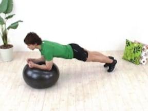 「ボールプランク」で、バランス筋を鍛えて時間対効果がアップ!