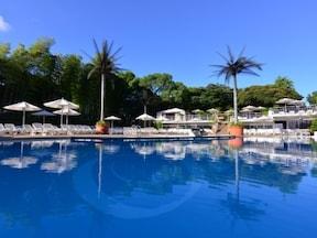 夏は優雅にホテルの屋外プールでリゾート気分!