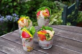 見た目もカラフルで楽しい、好きな具で作るカップ寿司