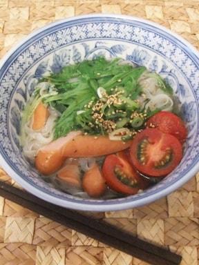 ベトナム風の朝ご飯、女性が大好きなフォーヌードル