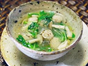 豚団子と豆苗のタイ風春雨スープ