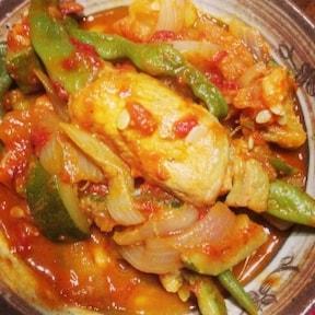 アスパラの豚肉巻きトマトソース煮込みの簡単レシピ