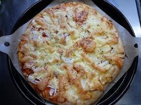 余計な具材はいっさいナシ! 十分美味しい「玉ねぎオンリーピザ」