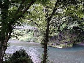 多摩川の渓谷でのんびり