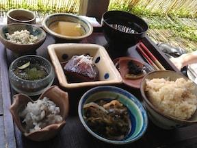 島やさい食堂 てぃーあんだ(読谷村)