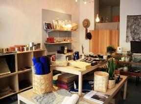 日本人夫妻が営む雑貨店でオーダーする伝統工芸