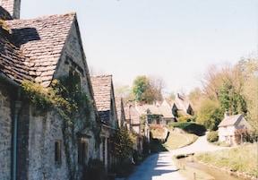 ツアー利用で、コッツウォルズの美しい村々へ