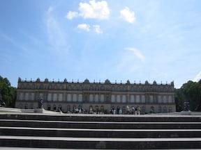 湖上のドイツのベルサイユ宮殿『ヘレンキムーゼ城』
