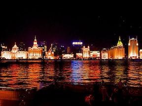 上海新都心側から見た外灘の歴史的夜景