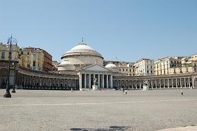 ナポリっ子気分で世界遺産の街を街歩き