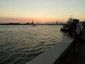 秋めいた『ヴェネツィア』の素晴らしい夕暮れ