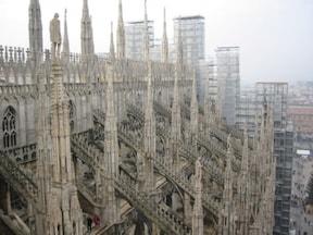 美しい『ミラノ大聖堂』の屋根を歩く