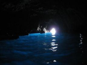 南イタリアで神秘に満ちた世界を体験『青の洞窟』