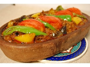 彩りも綺麗でボリュームたっぷり簡単レシピ!野菜と挽き肉がおいしいトルコ料理「ムサカ」