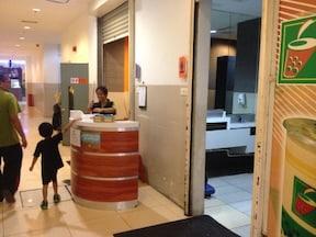 紙はなく、手と水で拭く!? マレーシアのトイレ