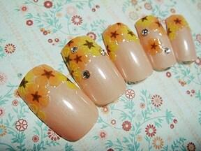 お花シールで作るフレンチネイルアレンジ