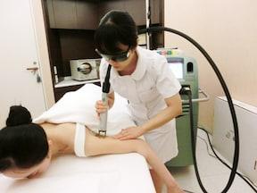 美容皮膚科には、二の腕のブツブツを解消する専用コースもあります