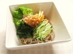彩り鮮やか♪お野菜たっぷりと頂く美味しいそばサラダ