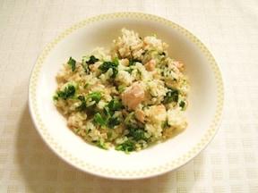 炊き込むだけで簡単! 鮭とほうれん草の玄米ピラフ