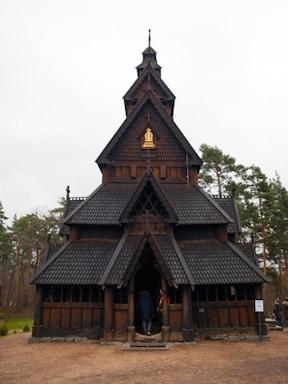 エルサの氷の宮殿のモデルとなった「スターヴ教会」