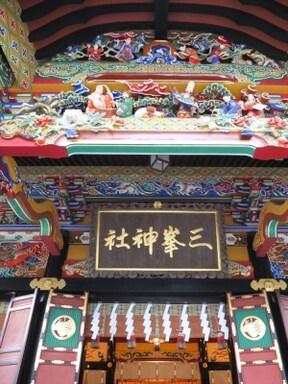 色彩鮮やかな拝殿、秩父の[三峯神社]