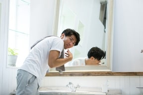 男のニキビ跡を消す方法……まずは洗顔の見直しから!